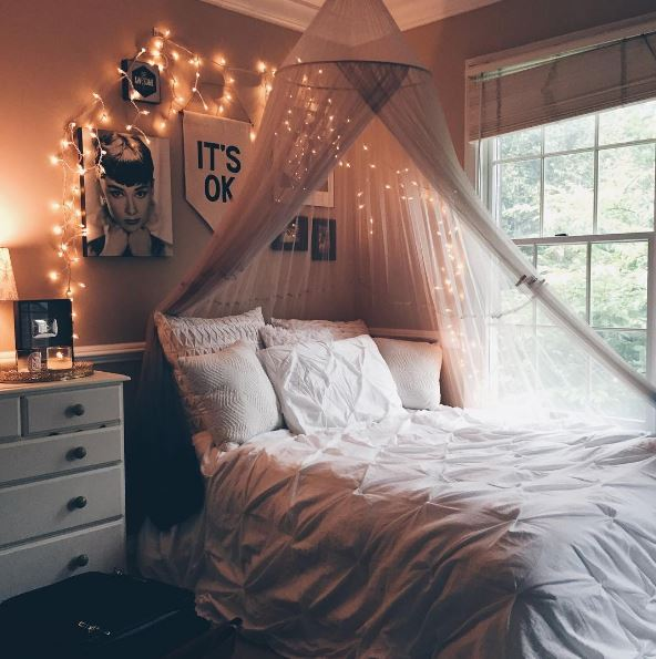 cute bedrooms. This Room Seems So Cute And Comfy. The Hanging Canopy Strung With Twinkling Lights Makes For A Glistening Magical Mood. Bedrooms N