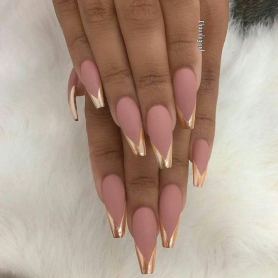 These chrome manis will make your jaw drop - GirlsLife