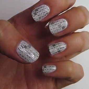 After Hearing Your Cries For A How To On This Hot New Nail Art Trend We Hit Up Guru Hannah Of Pixie Polish Her Expert Tips
