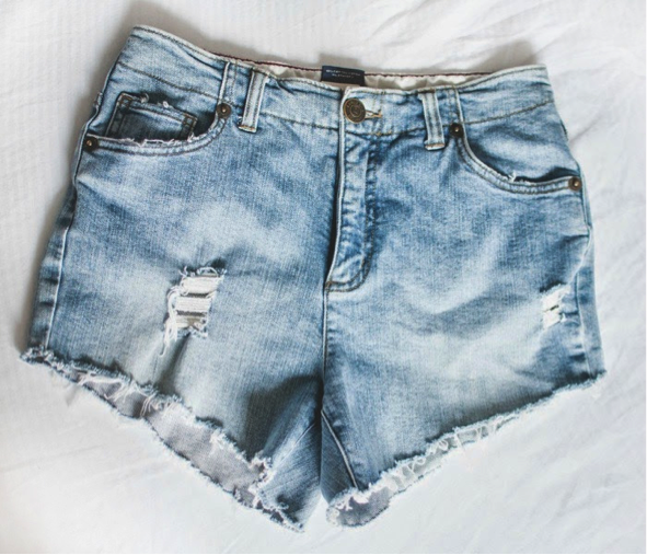 Distressed denim cut offs are everything this summer. So when we found The Wonder Forest's birilliant DIY, we had to share. They're super easy to make and ...